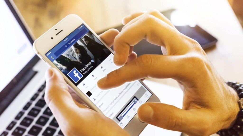 Aumenta il tempo speso dagli italiani su Facebook